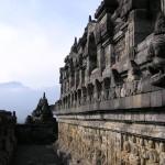 Боробудур - один из древнейших буддийских комплексов в мире