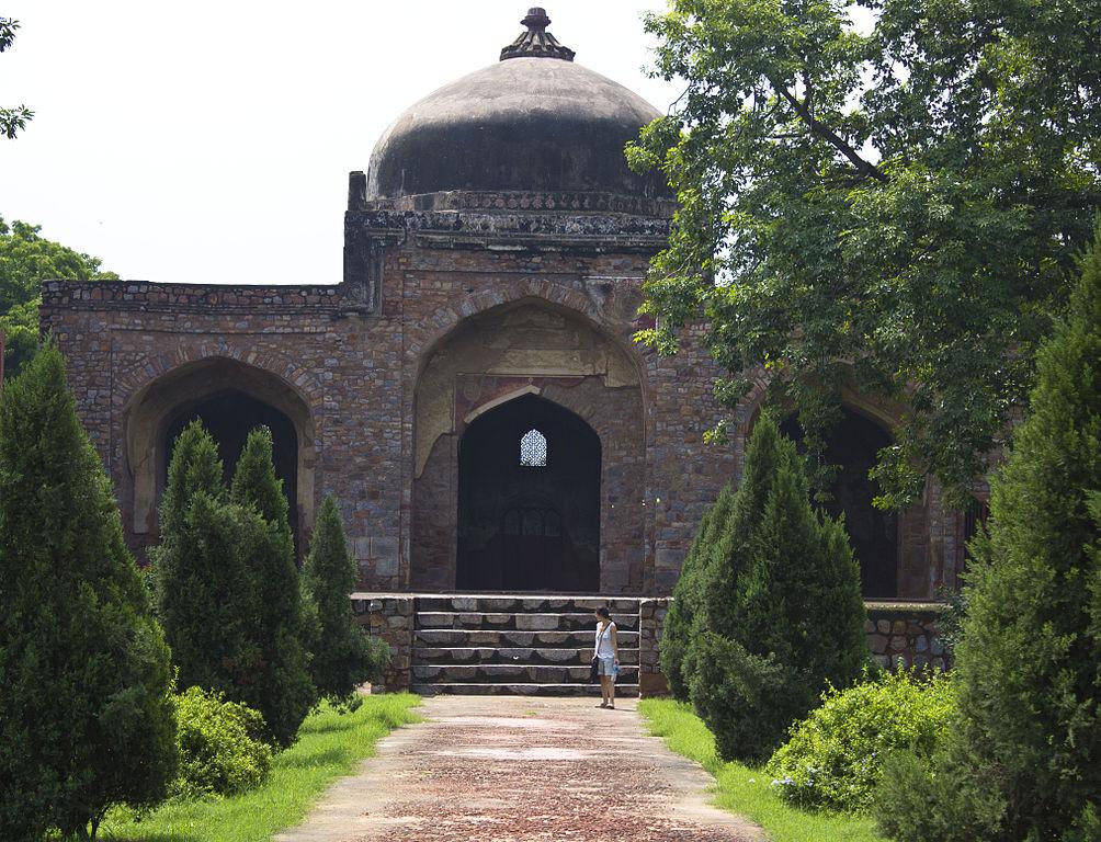 Мечеть рядом с гробницей
