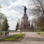 Памятник Ленину на высоком берегу Волги