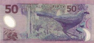 Новозеландский скворец кокако изображен на обратной стороне купюры достоинством 50 новозеландских долларов.