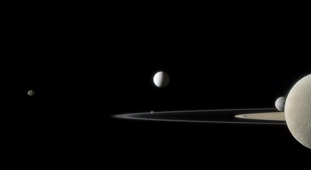 """Фотография была сделана зондом """"Кассини"""" (июль 2011 г.)"""