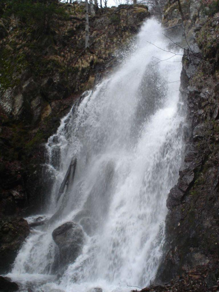 водопад Йеловарник