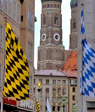 Городской штандарт часто стилизуют под флаг Баварии, например как фото ниже.