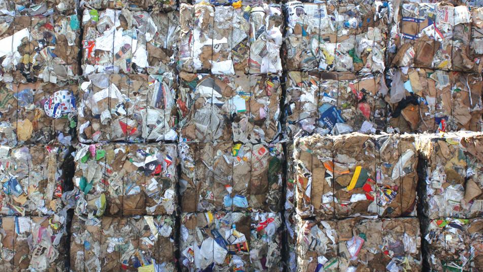 Какая страна закупает мусор для переработки