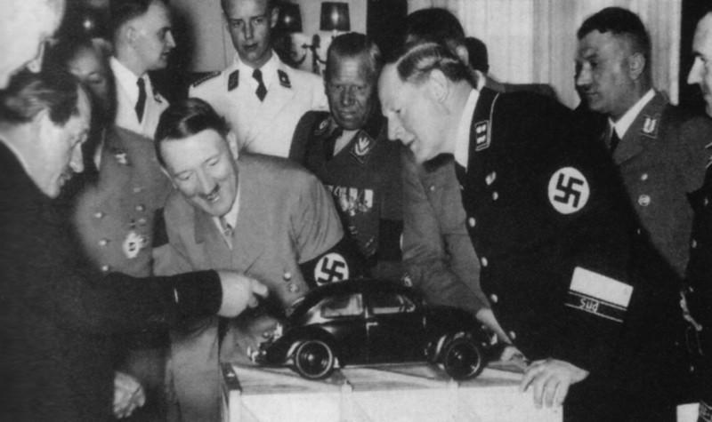 Оказывается, что инициатором создания народного автомобиля стал Фердинанд Порше. Адольф Гитлер полностью поддержал идею доступного и надёжного автомобиля для немцев.