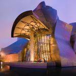 музей Гуггенхайма в Бильбао ночью