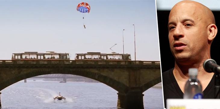 Каскадер Гарри О'Коннор погиб, когда ударился о колонну Палацкого моста в Праге.