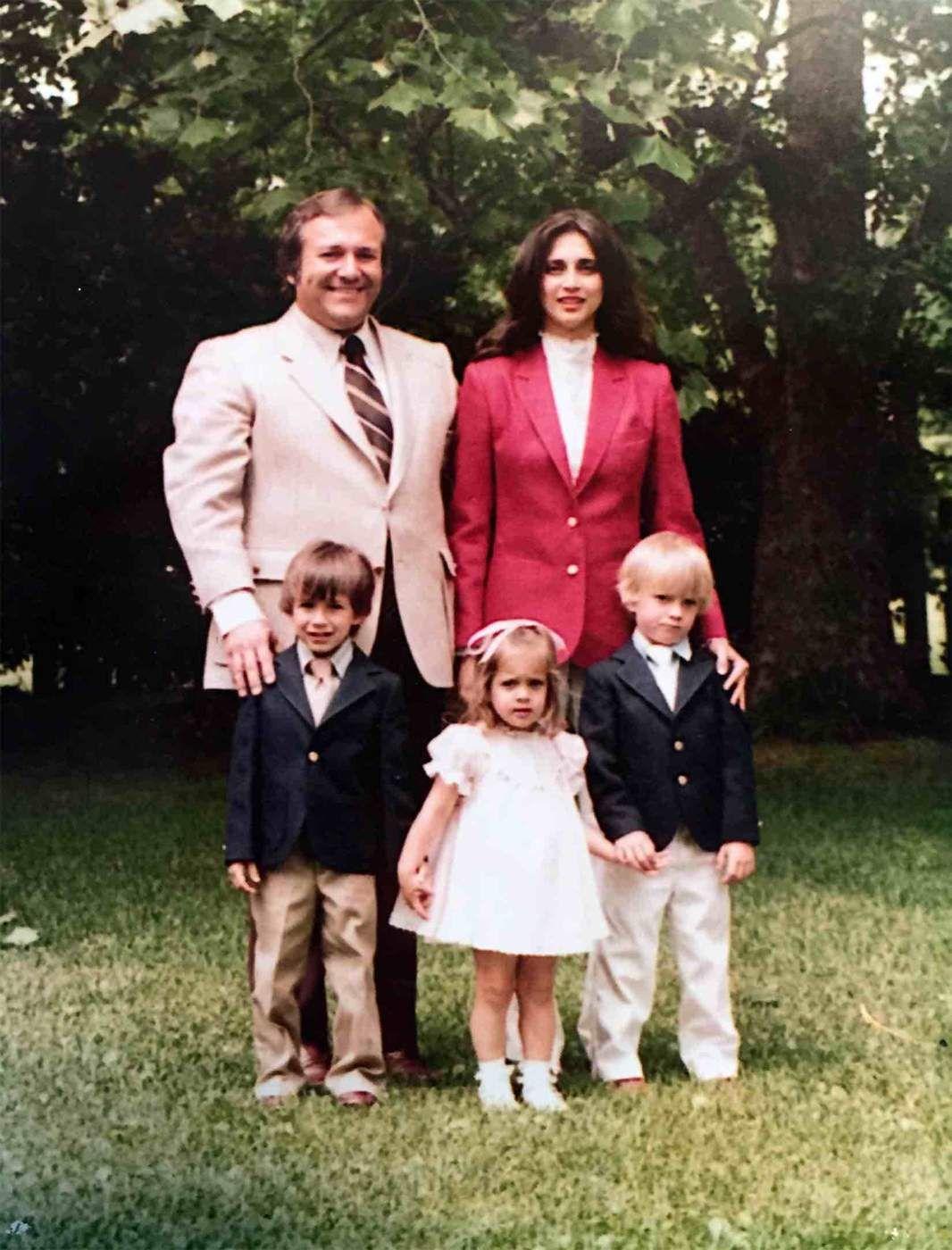 Настоящий Барри Сил со своей супругой и детьми