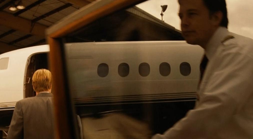 В фильме снялся и Илон Маск. Он закрывает дверь автомобиля, когда Ник Нейлор поднимается на борт частного самолёта.