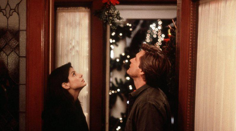 """Кадр из фильма """"Пока ты спал"""" (1995)"""