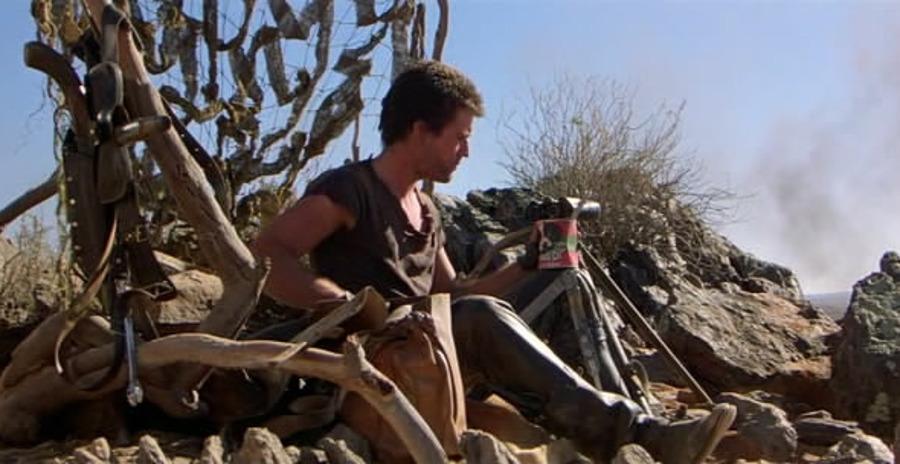 В одной из сцен герой ест консервы для собак Динки Ди.