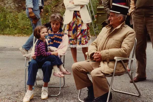 1982 год в перерыве съемок с супругой и внучкой