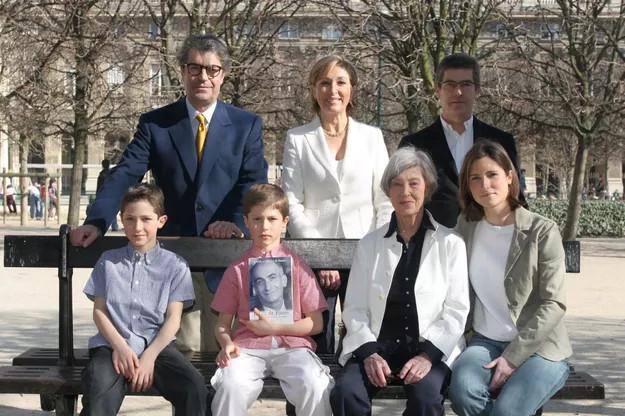 Вдова, Патрик и Оливье с женой, дочкой и сыновьями. Фото приуроченное к выходу книги